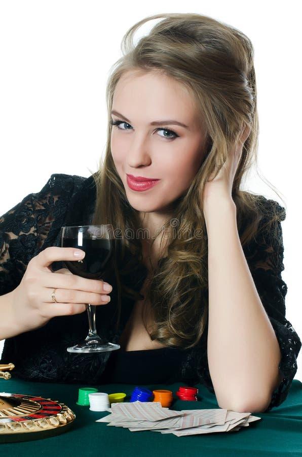 La bella ragazza con il vetro di vino immagini stock libere da diritti