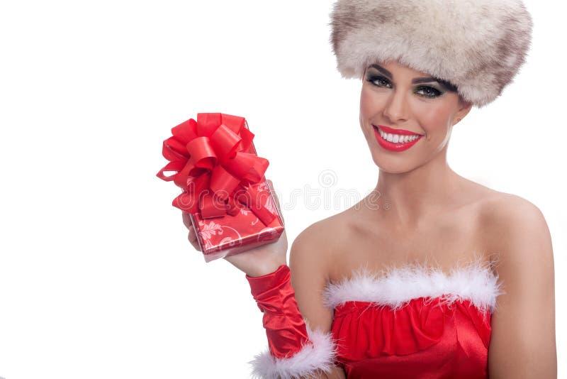 La bella ragazza sexy che indossa il Babbo Natale copre con natale g fotografia stock libera da diritti