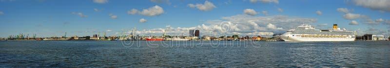 La bella vista sulla laguna di Curonian e di Klaipeda dal Curonian sputa, la Lituania immagini stock
