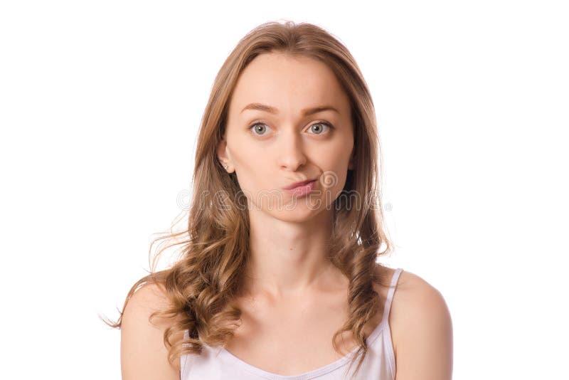 La belle émotion de jeune femme doute de la stupidité dans la perplexité image stock