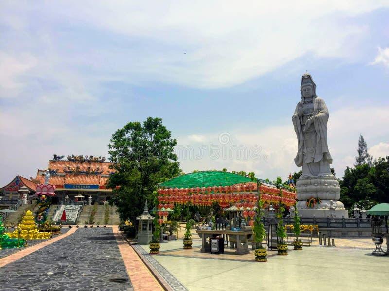 La belle cour du temple bouddhiste chinois, Guan Im Sutham images libres de droits