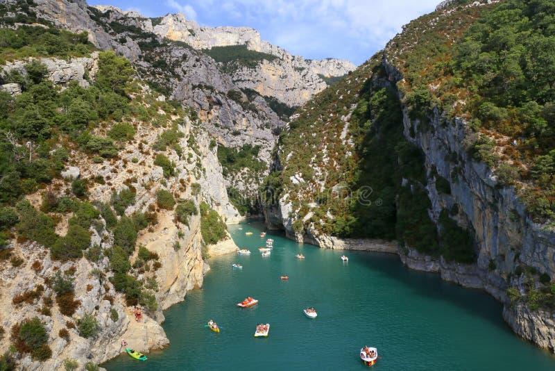 la belle eau de sport de personne de saut Les Gorges du Verdon, Grand Canyon, Provence, France image libre de droits