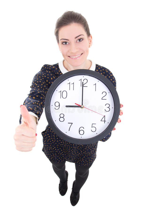 La belle femme drôle d'affaires montrant l'horloge et les pouces lèvent l'isola image stock