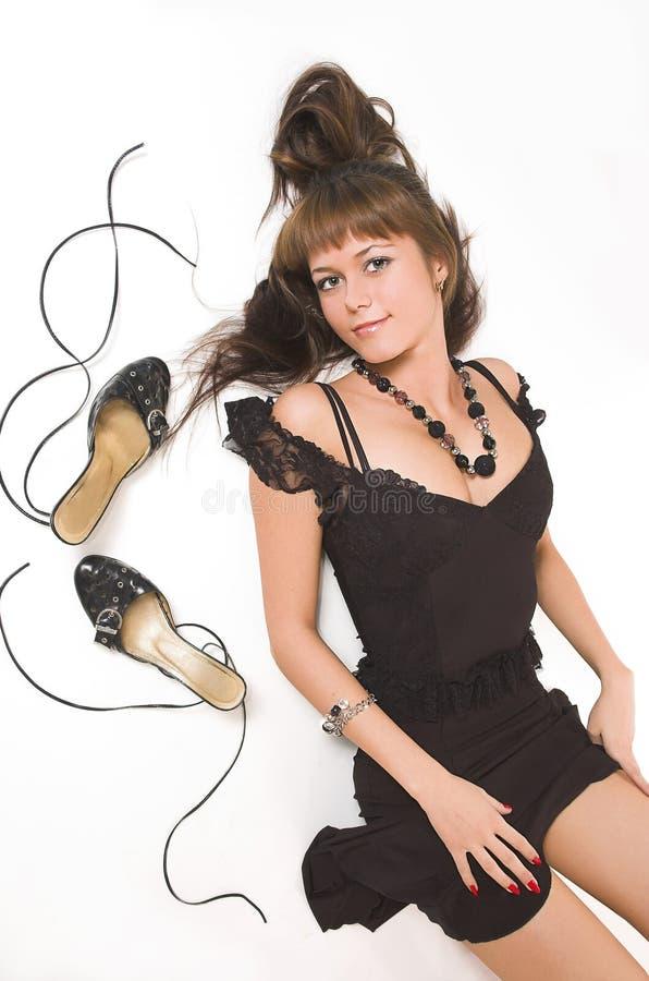 La belle fille avec des configurations de chaussures image stock