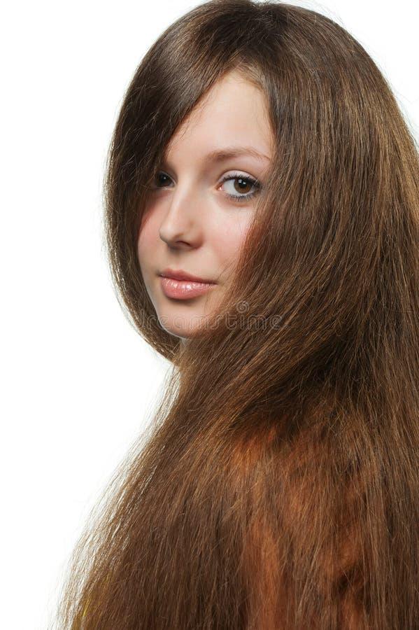 La belle fille avec le long cheveu sain photo libre de droits