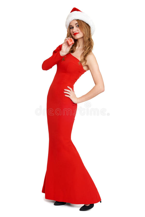 La belle fille dans la robe rouge et le chapeau de Santa d'isolement sur le fond blanc, concept de vacances de Noël, montrent peu image libre de droits