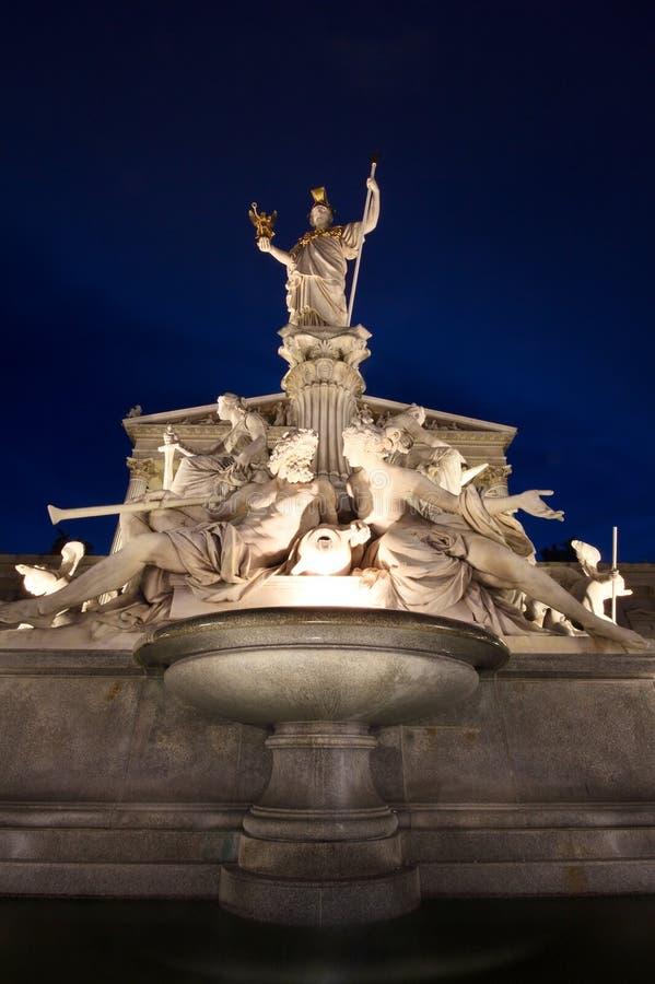 La belle fontaine de la borne limite d'Athéna - de Vienne image stock