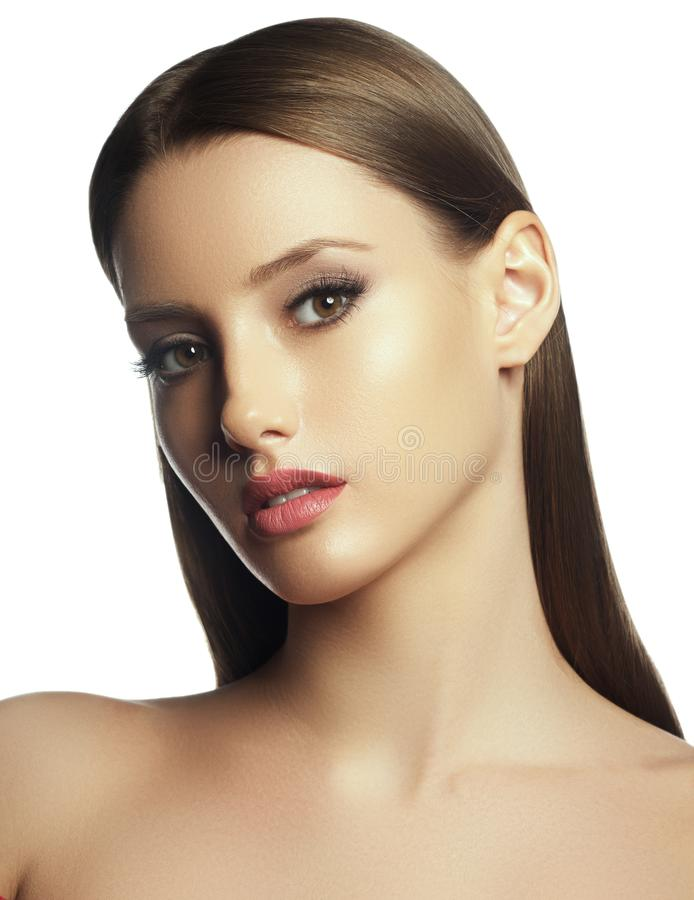 La belle jeune femme avec le contact frais propre de peau poss?dent le visage Traitement facial Cosm?tologie, beaut? et station t image stock