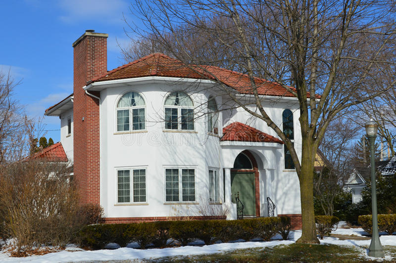 la belle maison blanche en hiver image stock image du bleu buissons 49478519. Black Bedroom Furniture Sets. Home Design Ideas