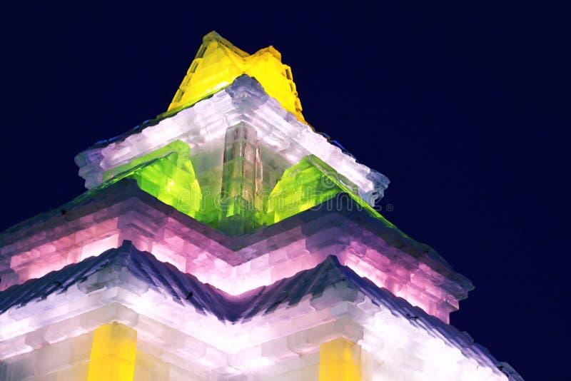 La belle scène de nuit de la sculpture en glace photographie stock