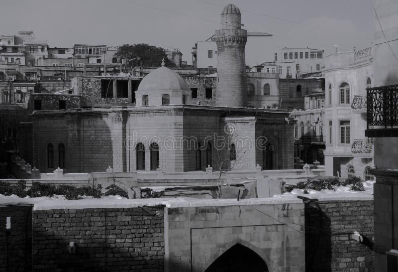 La belle vieille ville de Bakou, Azerbaïdjan en noir et blanc photographie stock libre de droits