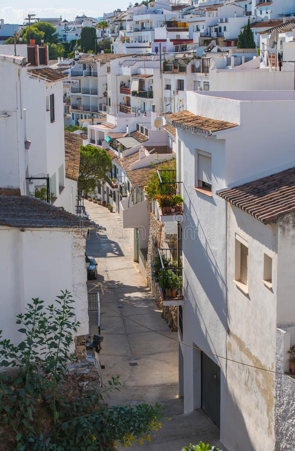 La belle ville espagnole du pueblo de Mijas, montrant le blanc a lavé des maisons photo libre de droits