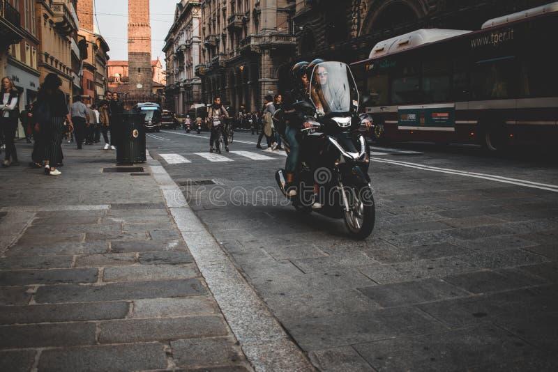 La belle ville rouge de Bologna images libres de droits