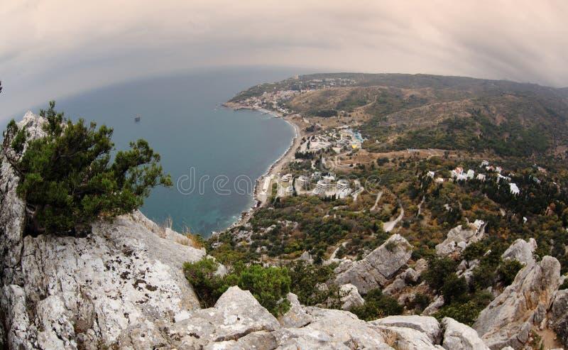 La belles montagne et mer aménagent en parc, la côte de la Mer Noire dans la C.P. photographie stock