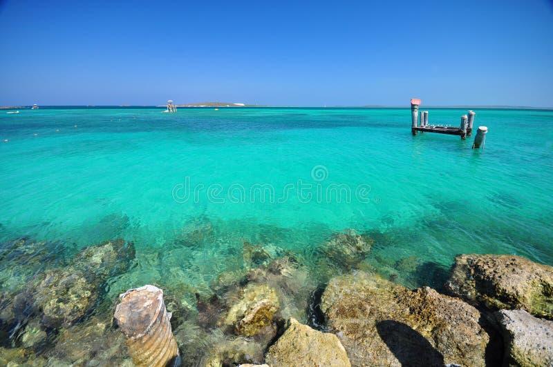 Belle plage chez les Bahamas image stock