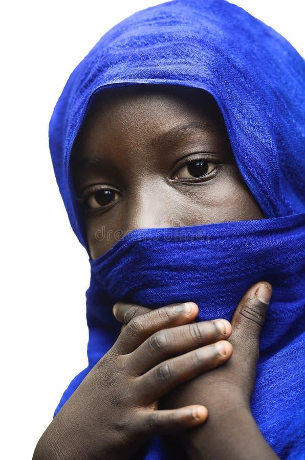 La belleza de África veló por un Tuareg árabe típico azul de la ropa fotografía de archivo libre de regalías