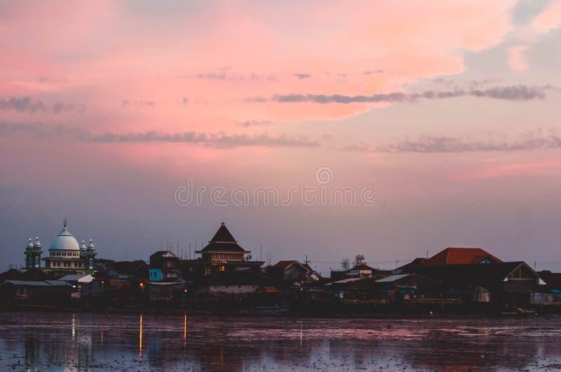 La belleza de la playa de Kenjeran en Surabaya, Indonesia imagen de archivo