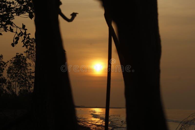 La belleza de la puesta del sol hace la calma del corazón fotografía de archivo libre de regalías