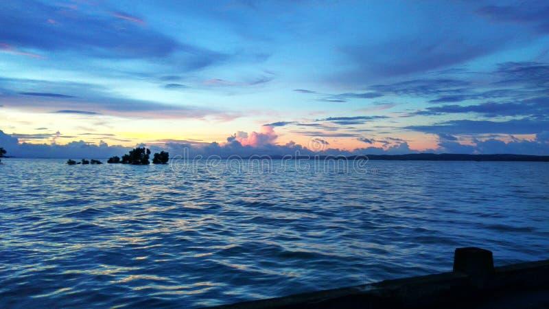 La belleza de una puesta del sol fotografía de archivo libre de regalías