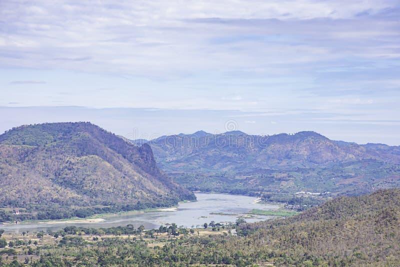 La belleza del río Mekong y de las montañas en Phu Thok, Loei en Tailandia fotos de archivo