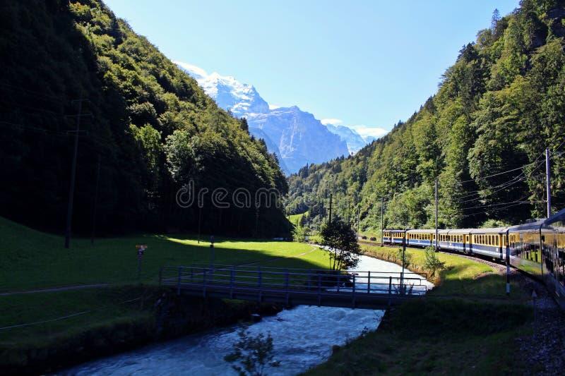 La belleza en Interlaken del tren fotografía de archivo libre de regalías