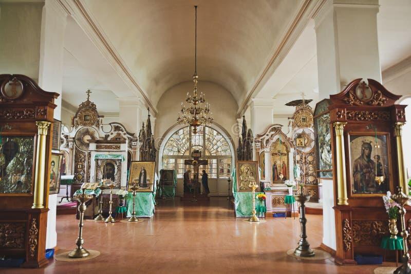 La belleza interna del pasillo 6679 de la iglesia foto de archivo