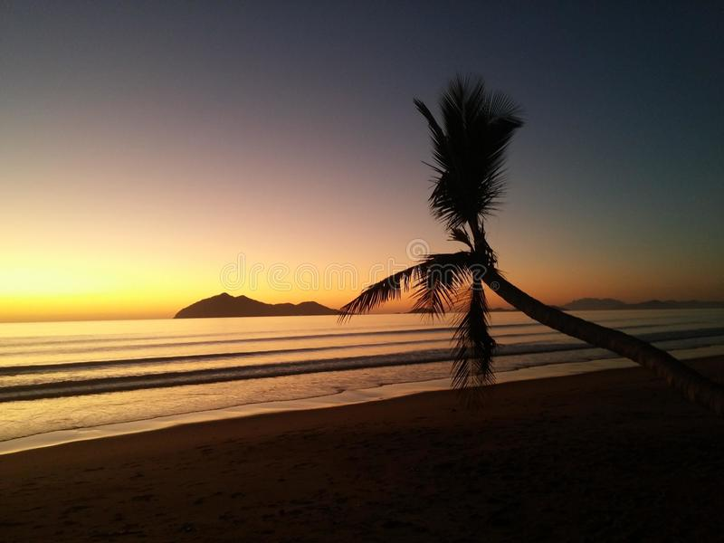 La belleza natural del modo del foco de la puesta del sol fotografía de archivo libre de regalías