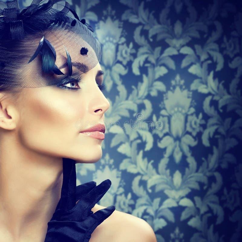 La belleza Portrait.Retro labró maquillaje imágenes de archivo libres de regalías