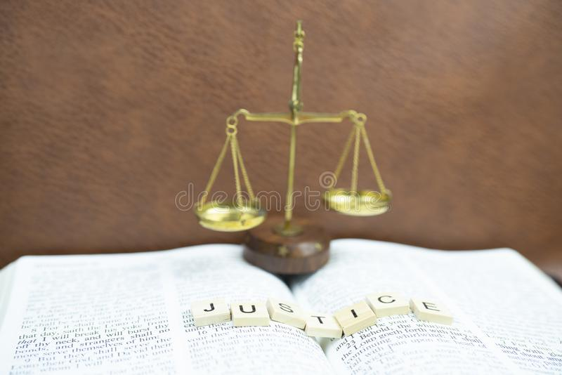 La bibbia santa è la giustizia fotografia stock