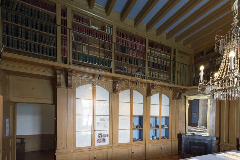 La biblioteca al castello di Oberhofen, Svizzera fotografia stock libera da diritti