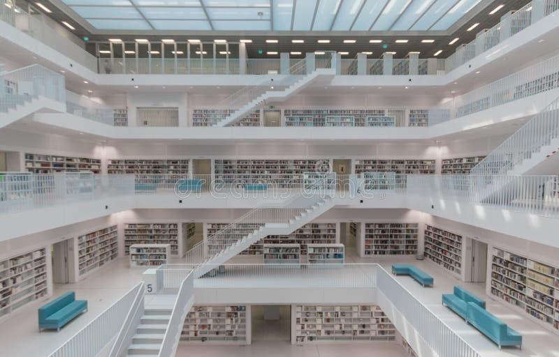 La biblioteca de la ciudad moderna de Stuttgart alemania fotografía de archivo libre de regalías