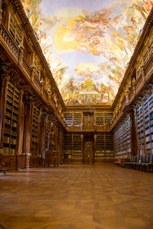 La biblioteca de Strahov en Praga imagenes de archivo
