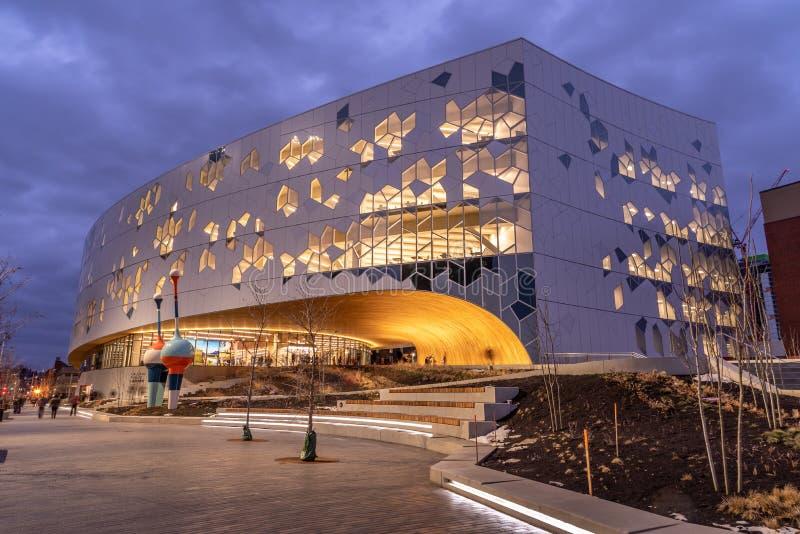 La biblioteca pubblica principale di Calgary immagini stock libere da diritti