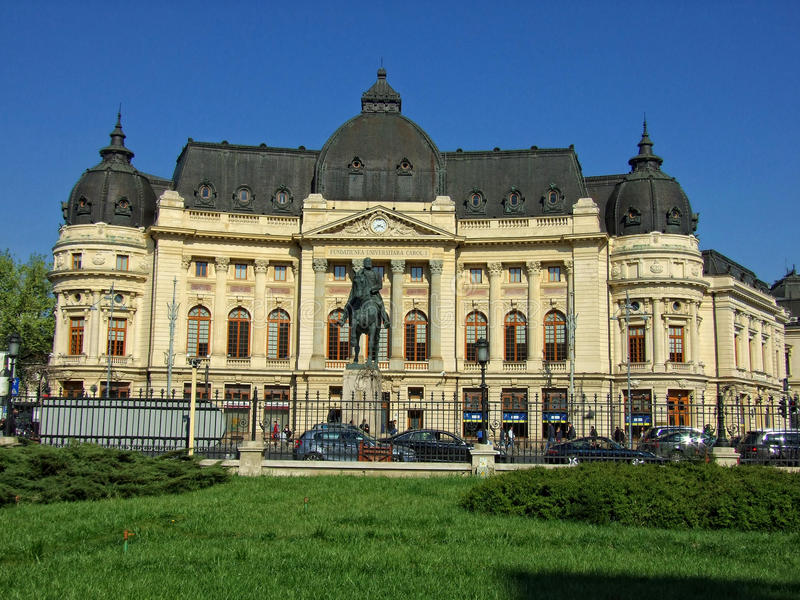 La biblioteca universitaria centrale di Bucarest fotografia stock