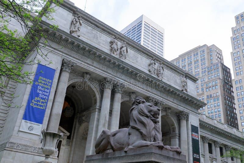 La bibliothèque publique de New York est un bâtiment emblématique situé dans l'est de Bryant Park à Manhattan (NYC) photographie stock