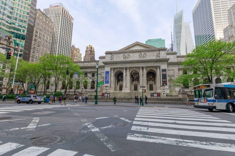 La bibliothèque publique de New York est un bâtiment emblématique situé dans l'est de Bryant Park à Manhattan (NYC) photos stock