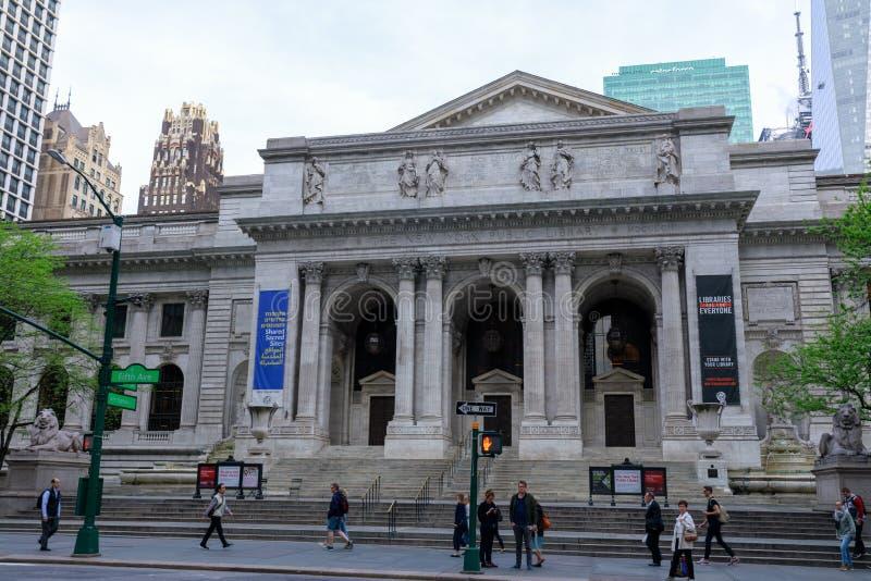 La bibliothèque publique de New York est un bâtiment emblématique situé dans l'est de Bryant Park à Manhattan (NYC) images libres de droits