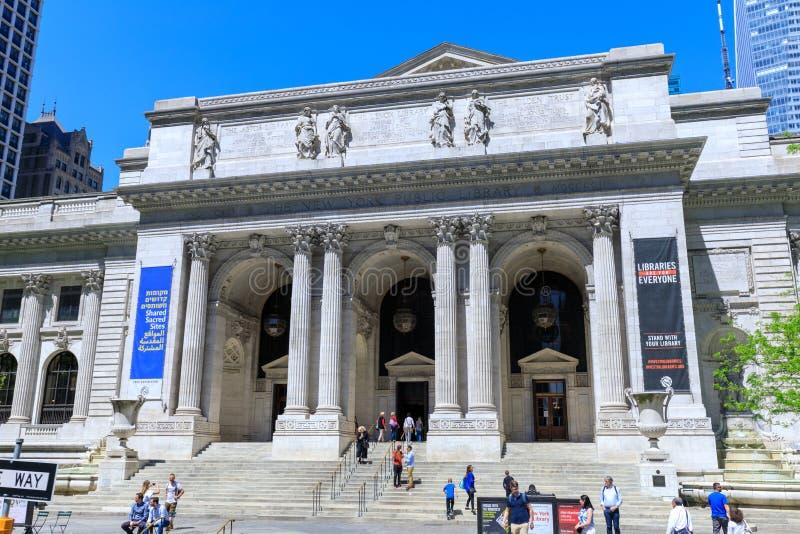 La bibliothèque publique de New York est un bâtiment emblématique situé dans l'est de Bryant Park à Manhattan (NYC) photo stock