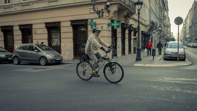 La bici al robot è alla moda ed utile immagine stock