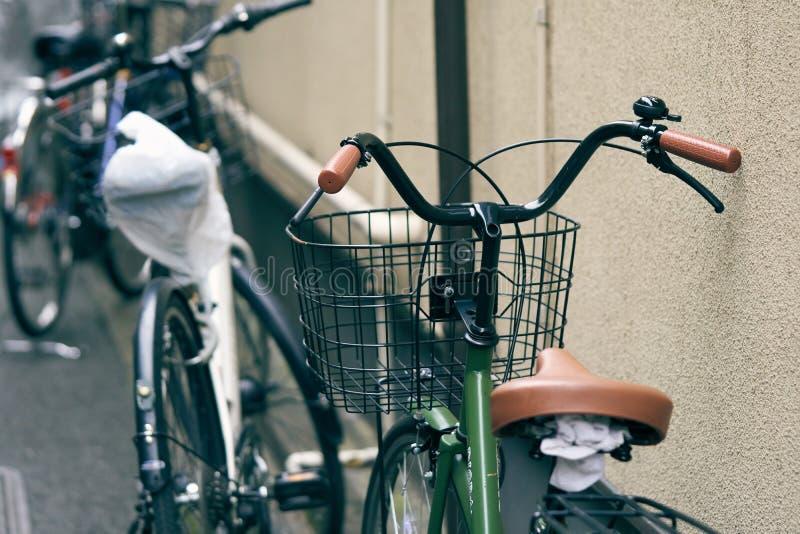 La bicicleta en Japón la población japonesa es de lado a lado muy popular Él ` s un viaje rico y rápido He visto la bicicleta en  imágenes de archivo libres de regalías