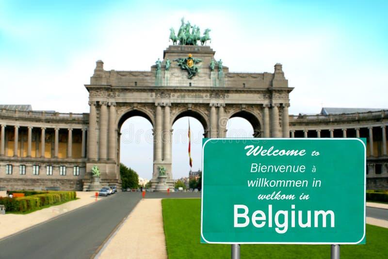 La bienvenue vers la Belgique signent dans différents langages photographie stock