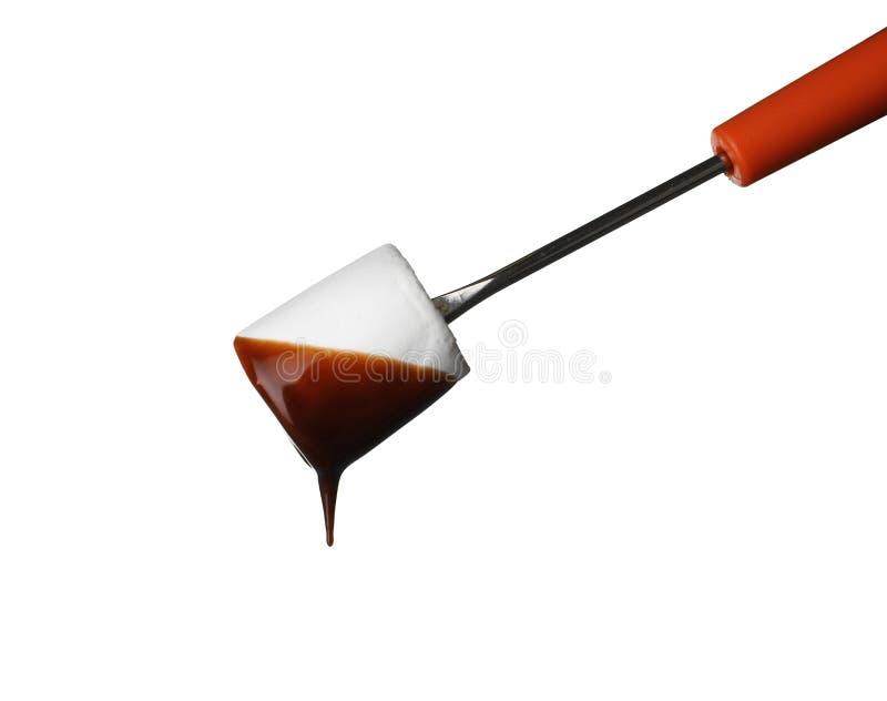 La bifurcación con la melcocha sumergió en la 'fondue' de chocolate en blanco imagen de archivo libre de regalías