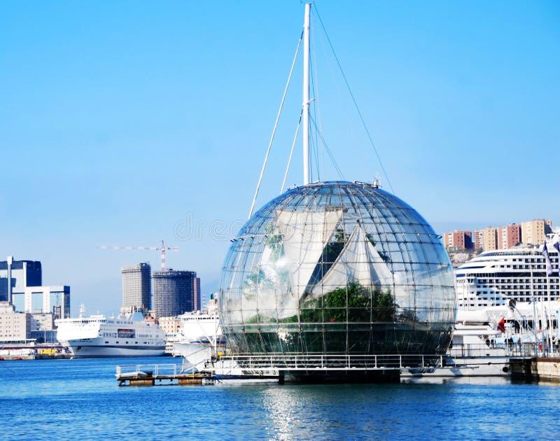La biosphère par Renzo Piano dans le port de Gênes, Italie images stock