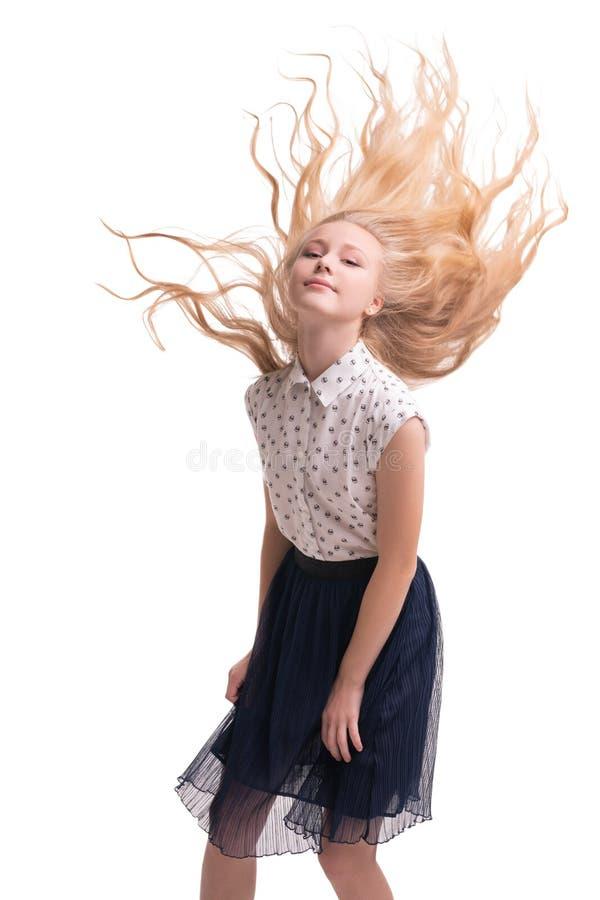 La blonde assez teenaged avec des poils de vol cultivés a isolé le tir photo libre de droits