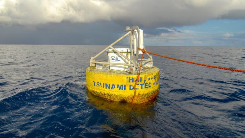 La boa di rilevazione di tsunami della Tailandia galleggia nel mare delle Andamane immagine stock libera da diritti