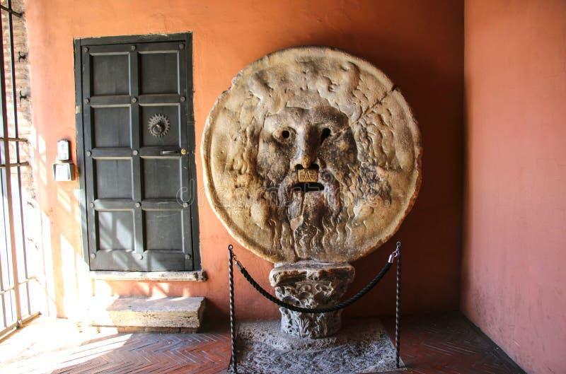 La boca del della Verita, iglesia de Bocca de la verdad de Santa Maria i foto de archivo libre de regalías