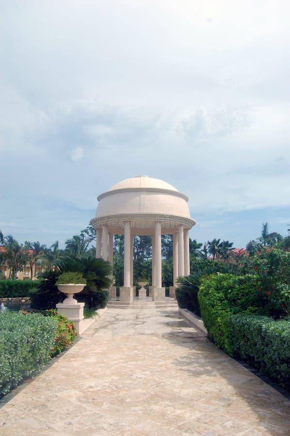 La boda tropical altera imagen de archivo