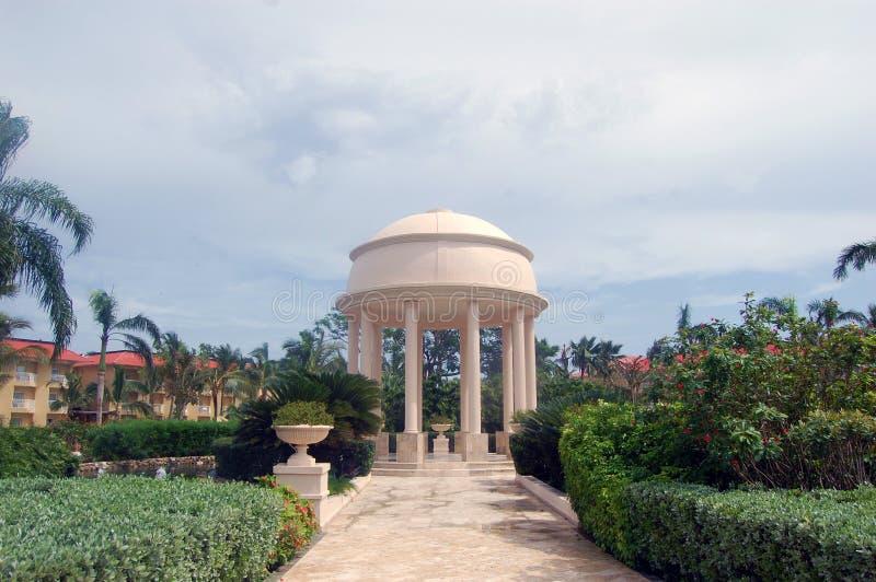 La boda tropical altera fotografía de archivo libre de regalías
