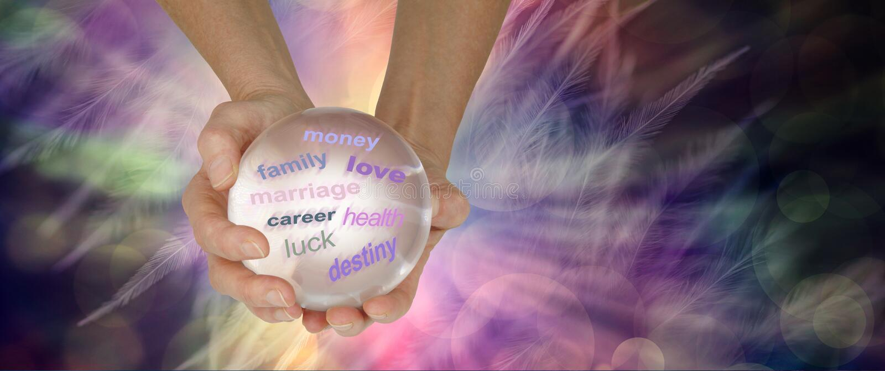 La bola de cristal puede revelar muchas cosas sobre su futuro imagen de archivo