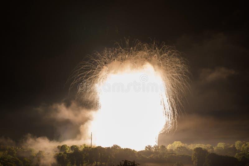 La bombe nucléaire aiment l'explosion image libre de droits
